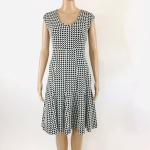Taylor Black & White Print Sleeveless Dress Size 6